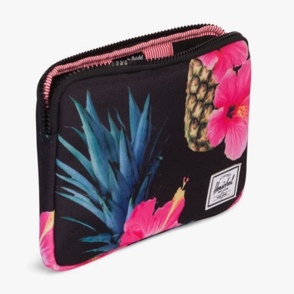20158d615469 Herschel Supply Company Accessories - Herschel Anchor Laptop Sleeve 🍍  Black Pineapple